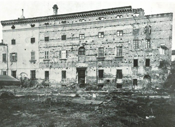 Facade garden before restoration